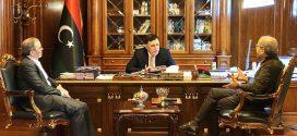 """الرئاسي يهنئ صنع الله بـ""""جائزة الأبطال الدوليين"""" ويتعهد بدعم مؤسسة النفط حتى """"ديسمبر المقبل"""""""