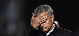 صبر مانشستر يونايتد ينفد ويقيل مورينيو بعد بداية سيئة