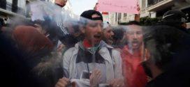 آلاف الجزائريين يطالبون باستقالة بوتفليقة ورئيس أركان الجيش يحذر