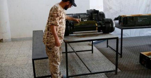 مقاتلون ليبيون يستولون على صواريخ أمريكية وصينية الصنع من قوات حفتر