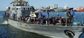 حرس السواحل: إنقاذ ثلاثمائة مهاجر على متن ثلاثة قوارب شمال شرق طرابلس