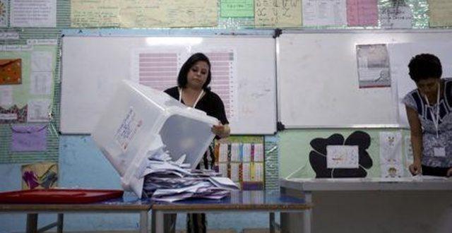 وافدان جديدان على السياسة التونسية يقولان إنهما يتصدران انتخابات الرئاسة