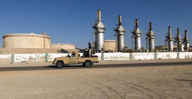 """""""البرق"""" يتساءل عن سبب صمت المجتمع الدولي إزاء استمرار وقف إنتاج وتصدير النفط الليبي"""