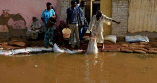 ضحايا فيضانات السودان يتجاوزون عتبة الـ100 وانهيار كلي لنحو 25 ألف منزل.. حصيلة الكارثة مهددة بالارتفاع