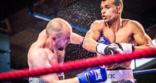"""الملاكم الليبي العالمي """"الزناد"""" يسقط خصمه الروسي بالضربة القاضية"""