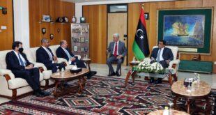 المنفي يلتقي وزير الدفاع ووزير الدولة لشؤون الشرق الأوسط وشمال إفريقيا البريطانيين
