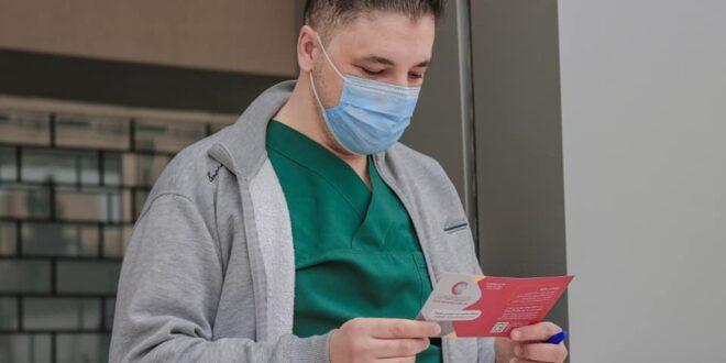 """""""الوطني لمكافحة الأمراض"""" يأذن بإعطاء لقاح استرازينكا كجرعة ثانية لمن تلقوا لقاح سبوتنيك"""