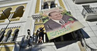"""مؤيدون ومعارضون لجنازة بوتفليقة وحديث عن """"انقسام"""" في أعلى هرم السلطة"""