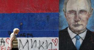 """في مواجهة """"الموجة المميتة"""".. بوتين يمنح إجازة لكل العاملين في روسيا"""